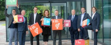 Photo of business leaders supporting the Global Goals